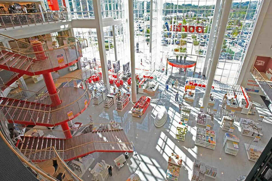 Große Möbelkette lässt wieder Leute rein und startet krasse Aktion