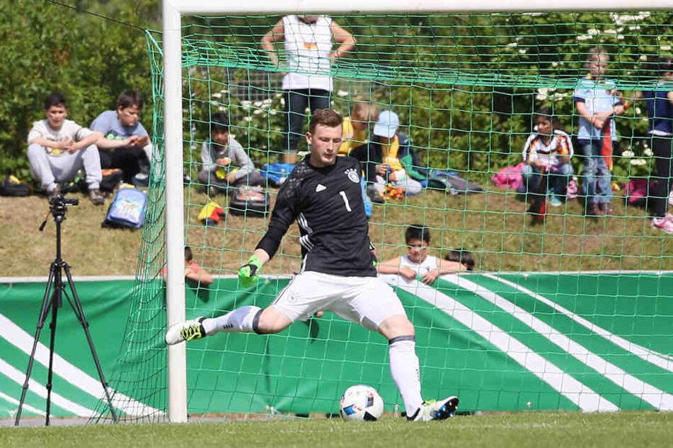 """Arbeit statt frei. Als Trainingspartner der Profis ist Dynamo-Keeper Markus Schubert mit der """"U 20""""-Nationalmannschaft in Südtirol unterwegs."""