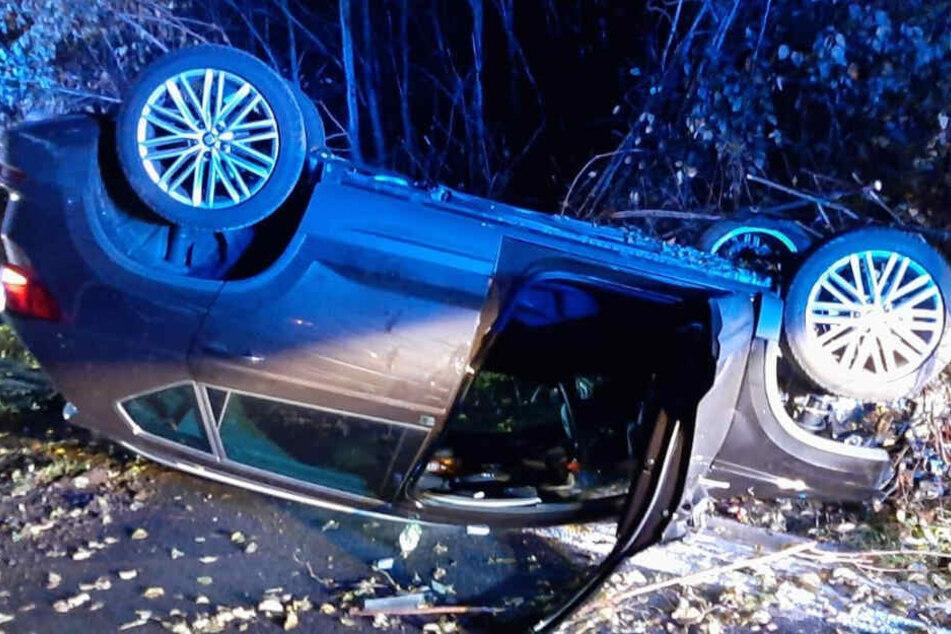 Seat-Fahrer will zu schnell von A6 abfahren und landet auf dem Dach