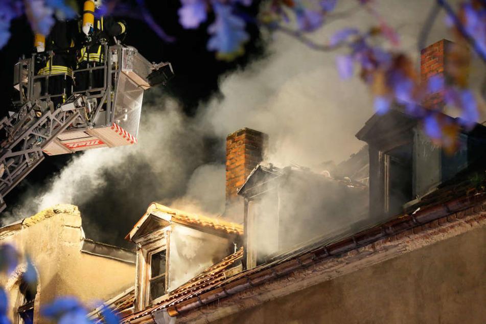 Der Dachstuhl brannte komplett nieder.