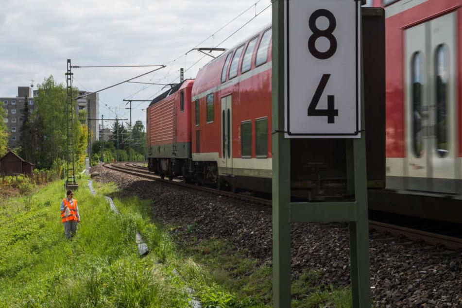 Eine brennende Lok behinderte am Freitagmorgen den Bahnverkehr. (Symbolbild)