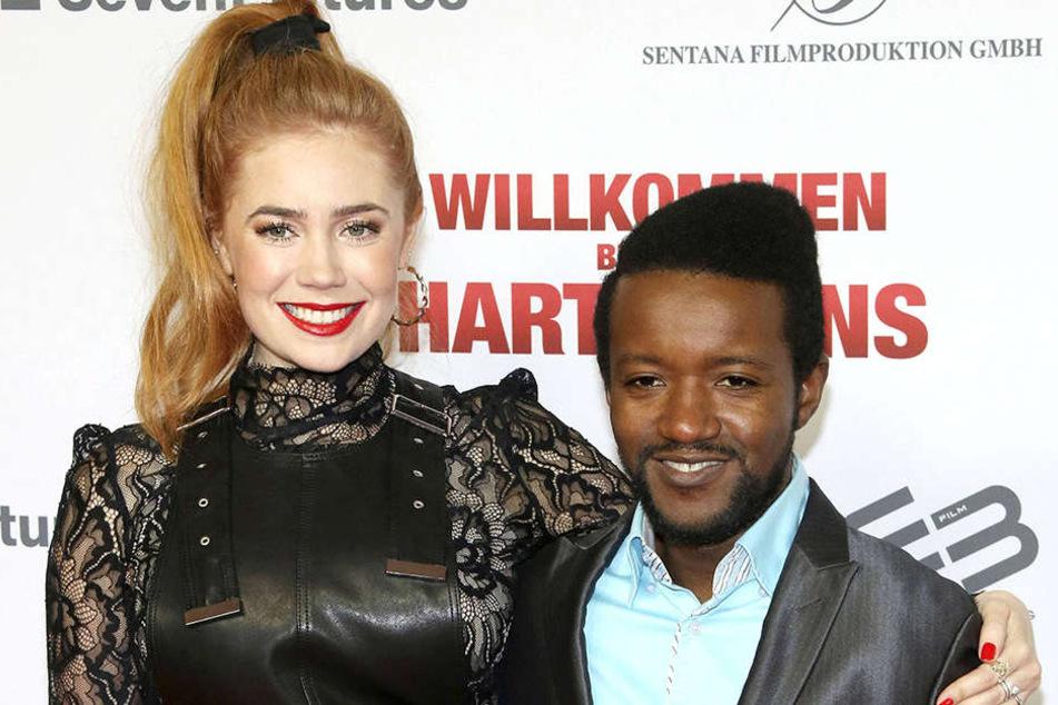 "Palina Rojinski (31) mitEric Kabongo, der Rolle des ""Familien-Flüchtlings"" Diallo Makabouri spielt."