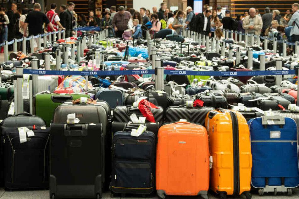 Urlauber können aufatmen: Am Düsseldorfer Flughafen rollen die Gepäck-Bänder wieder