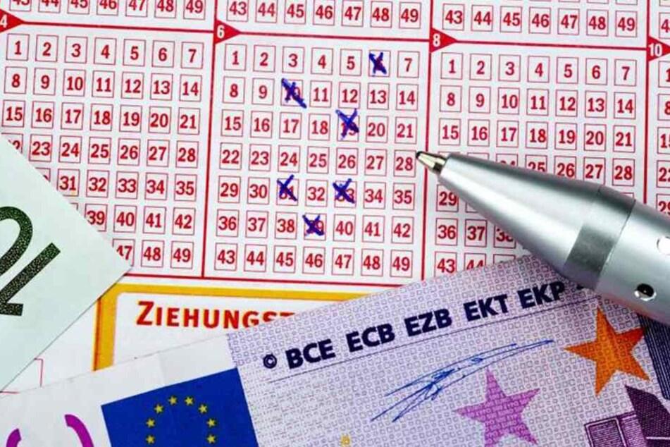 """Der gute, alte Lottoschein - mit 58 Prozent Spieleinsatz-Anteil ist """"6 aus  49"""" noch immer das beliebteste Glücksspiel der Sachsen."""