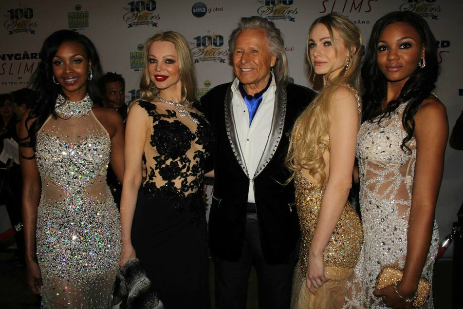 Peter Nygard (79, c.) will remain in jail as he awaits a January 19 bail hearing (archive image).