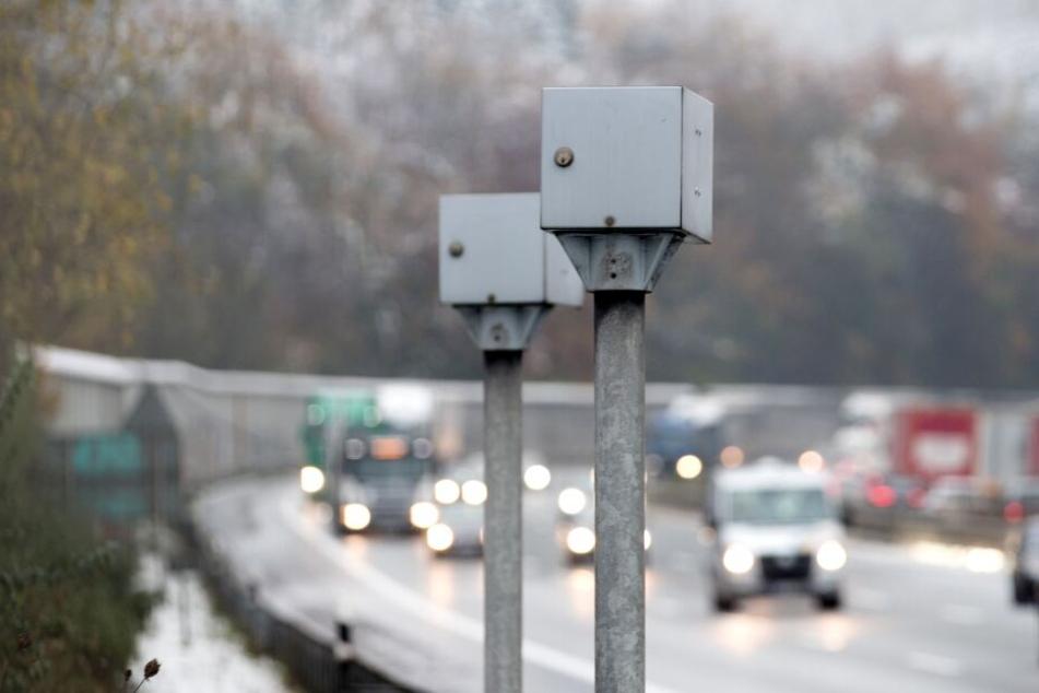 Der Blitzer am Bielefelder Berg ist von Autofahrern weit gefürchtet - er löst pro Tag mehr als 300 Mal aus.