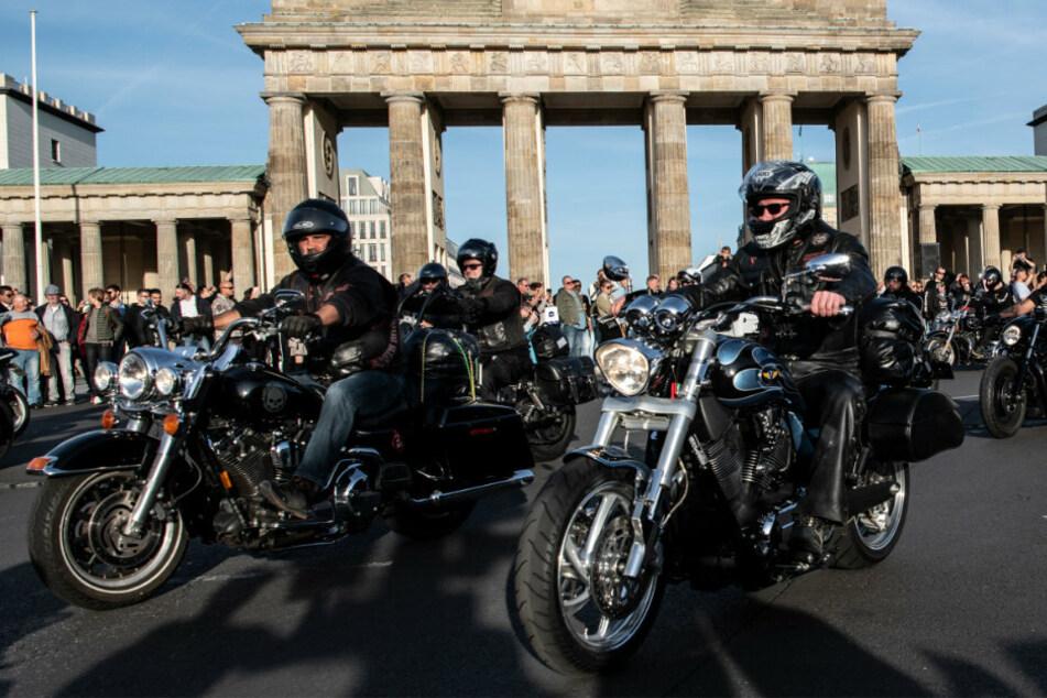 Demo gegen Kuttenverbot: Hunderte Hells Angels dröhnen wieder durch Berlin