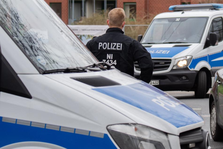 Die Polizei evakuierte auch das umliegende Gewerbegebiet. (Symbolbild)