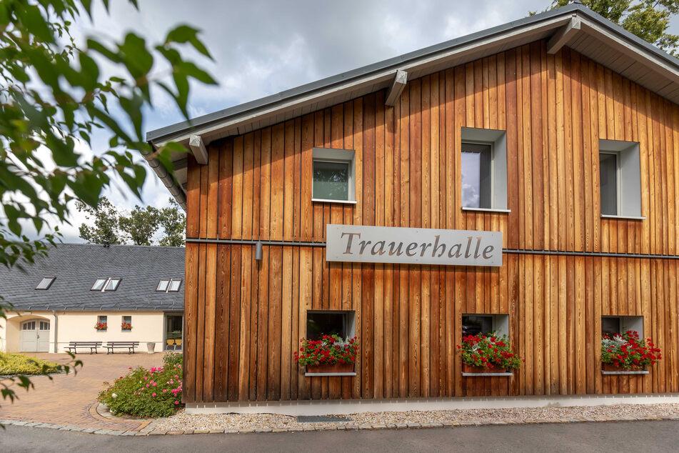 Die Trauerhalle, zwei Feierhallen und Büros wurden für 1,5 Millionen Euro saniert. Auch neue Kühlanlagen wurden eingebaut.