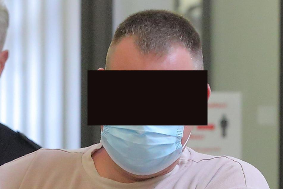 """Stefan B. (29) gab am Montag seine Version der Tat ab. Er wollte dem Mord-Opfer demnach """"nur"""" eine Abreibung verpassen."""