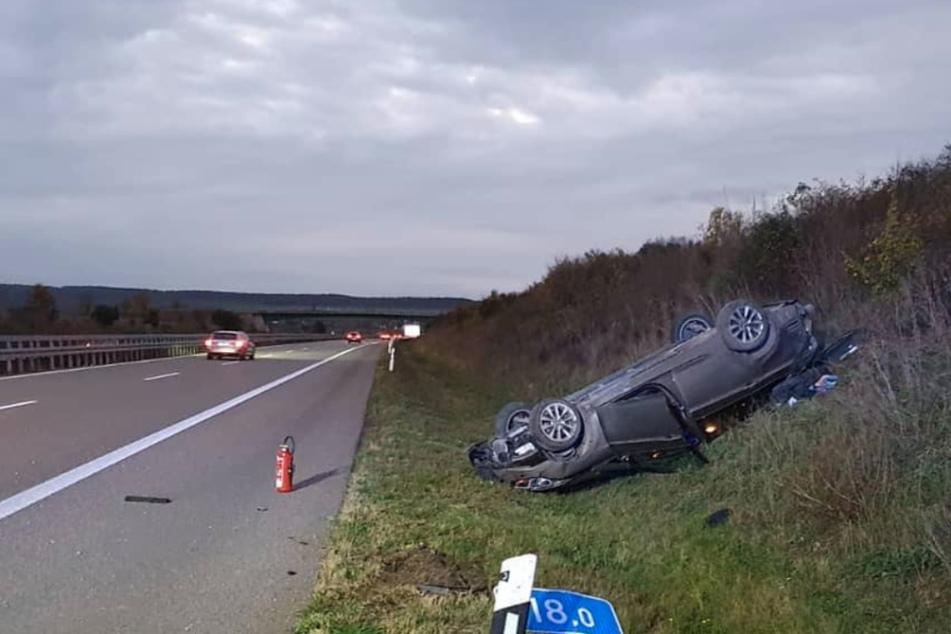 Unfall A71: Hyundai weicht Tier auf A71 aus, überschlägt sich und landet im Graben