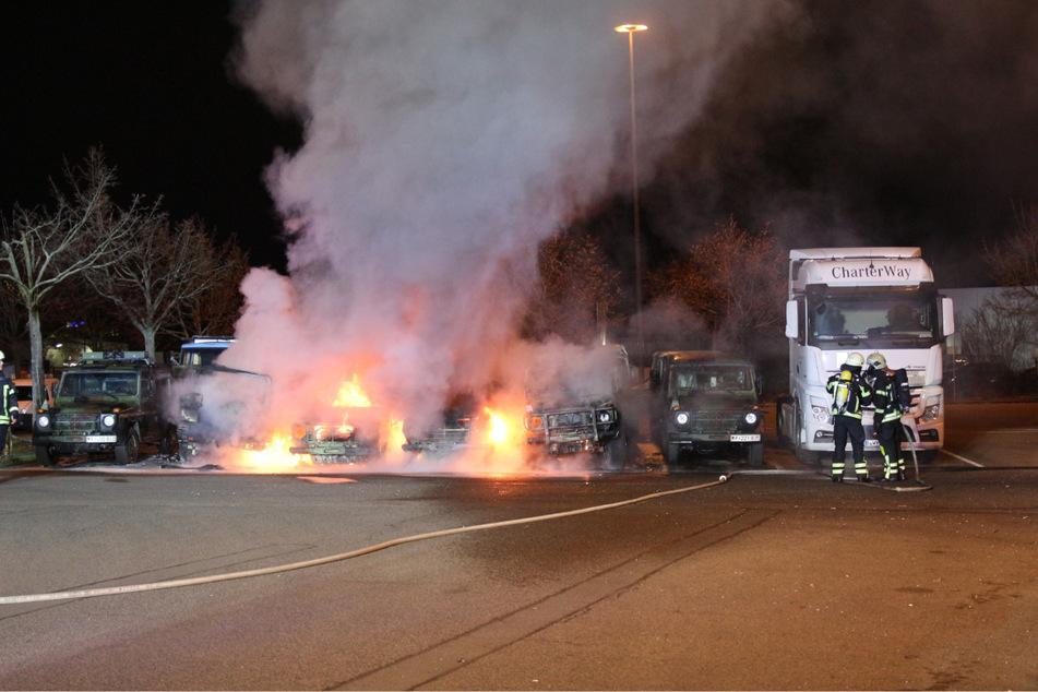 Am Silvesterabend waren mehrere Fahrzeuge der Bundeswehr in Flammen aufgegangen.