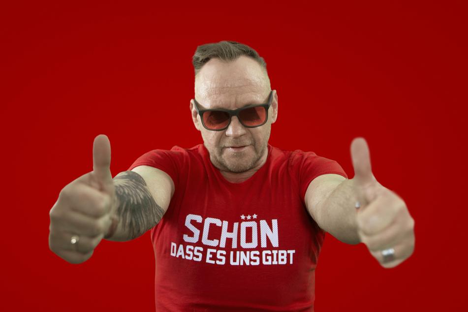 """""""Schön, dass es uns gibt"""" heißt der neue Hit von DJ Engel B (52)."""