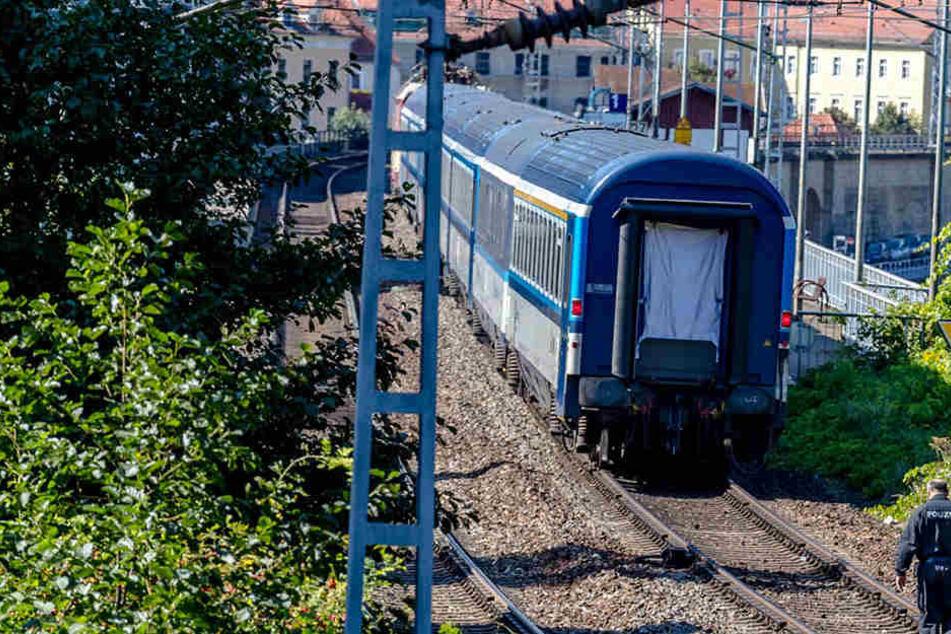 Zu einem Vorfall in der S-Bahn nach Dresden sucht die Polizei Zeugen.