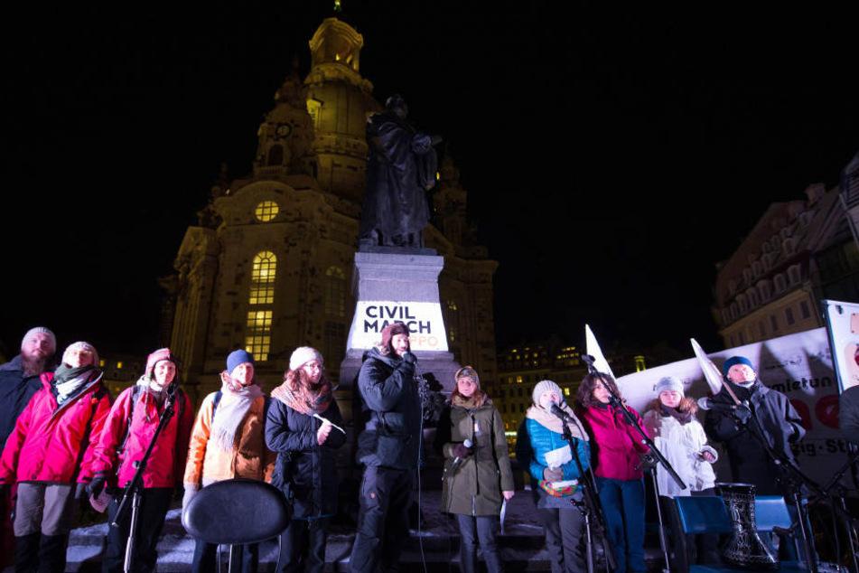 Etwa 120 Teilnehmer versammelten sich vor der Frauenkirche.