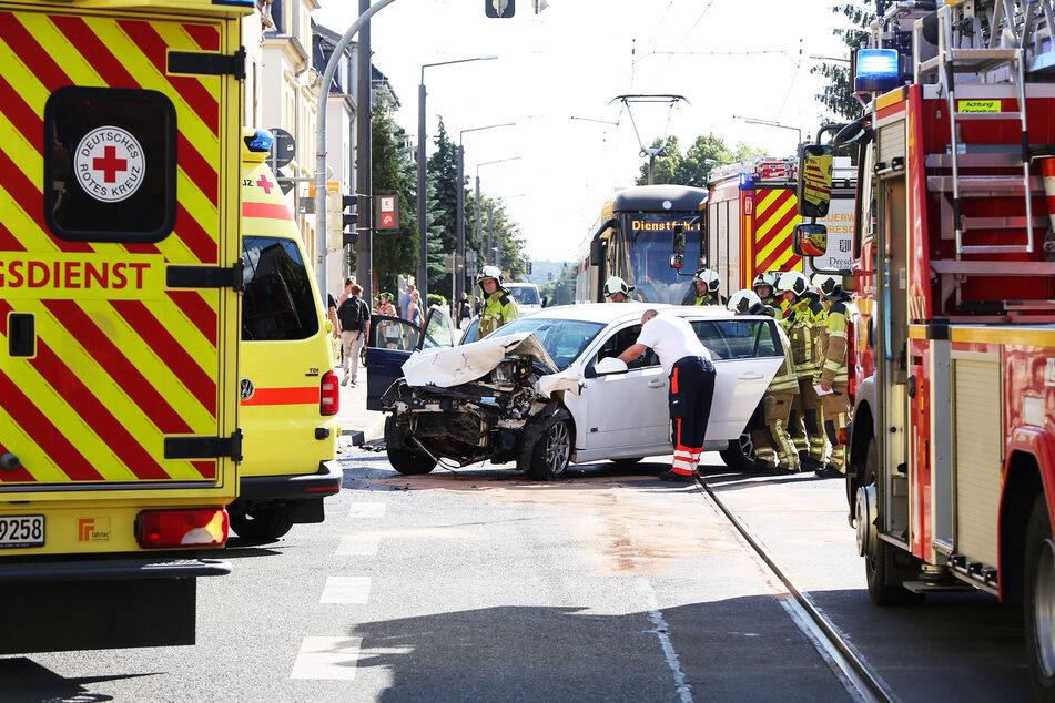 Zahlreiche Rettungskräfte waren nach dem Crash im Einsatz.