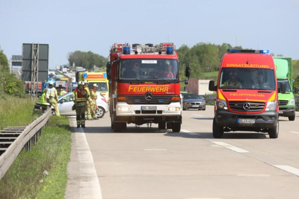 Auto kracht auf A4 in Leitplanke: Rechte Fahrspur gesperrt!