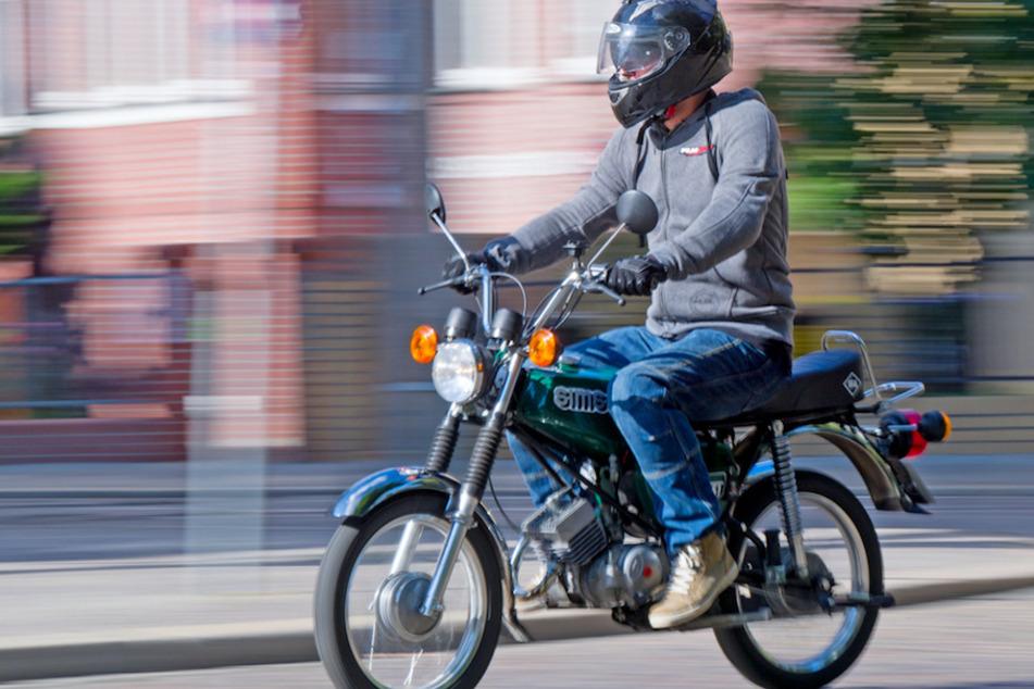 Wer den Mopedführerschein machen will, kann dies in Bayern nun schon mit 15 Jahren tun. (Symbolbild)