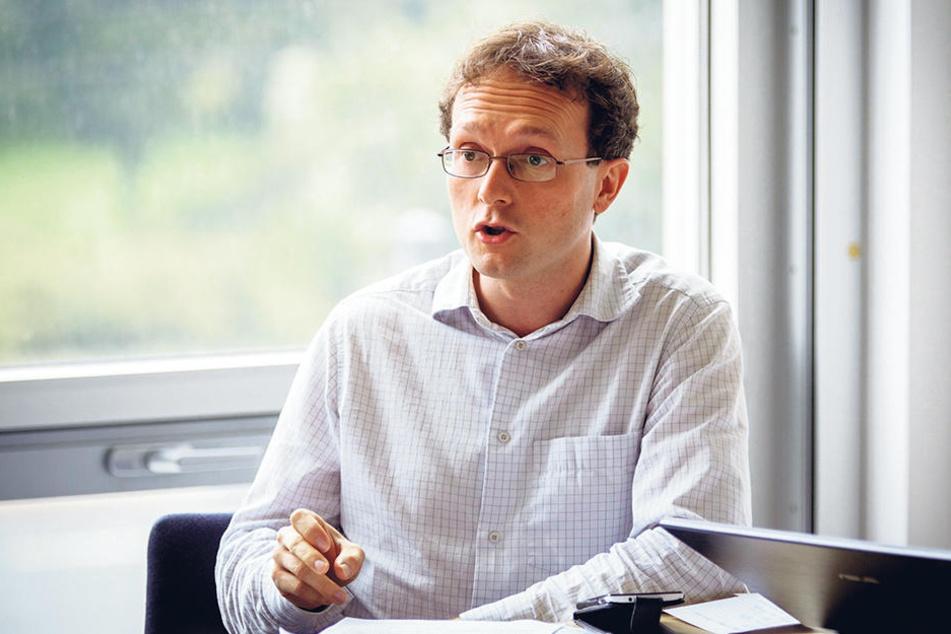Linken-Stadtrat Norbert Engemaier (35) will, dass die Kliniken die Millionen lieber verbauen, als sie an die Stadt zurückzuzahlen.