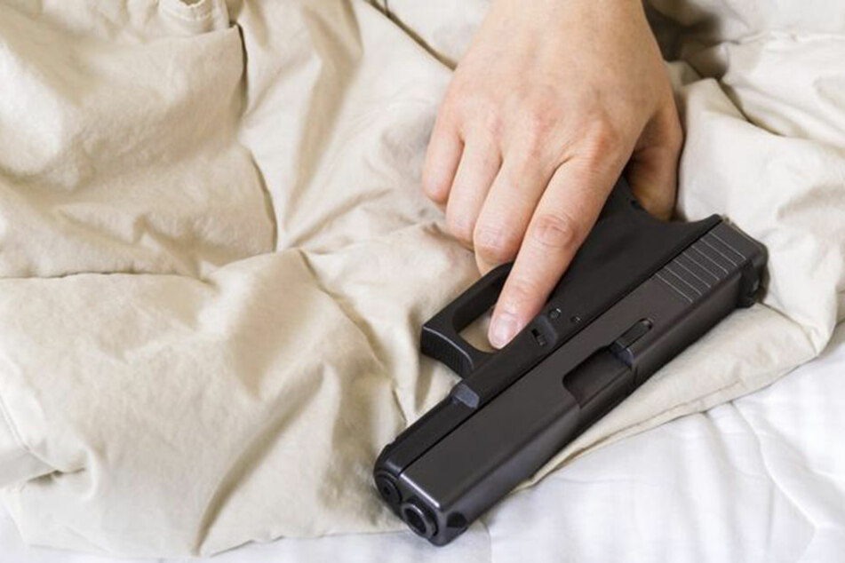 Mann erschießt seine schlafende Ehefrau
