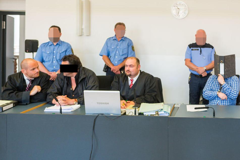Sitzen mal wieder auf der Anklagebank - Ludwig J. (54, links)  und Daniel G. (42, rechts).