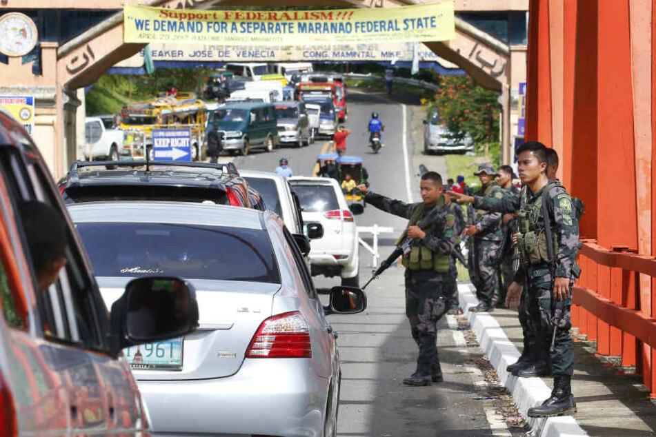 Aufgrund der Kämpfe auf den Philippinen sind Zehntausende Menschen auf der Flucht.