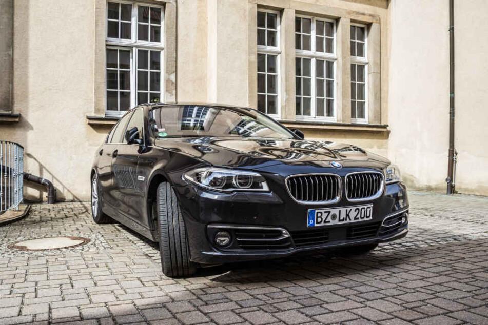 Das Dienstauto, ein 5er BMW, wurde über Nacht gestohlen.