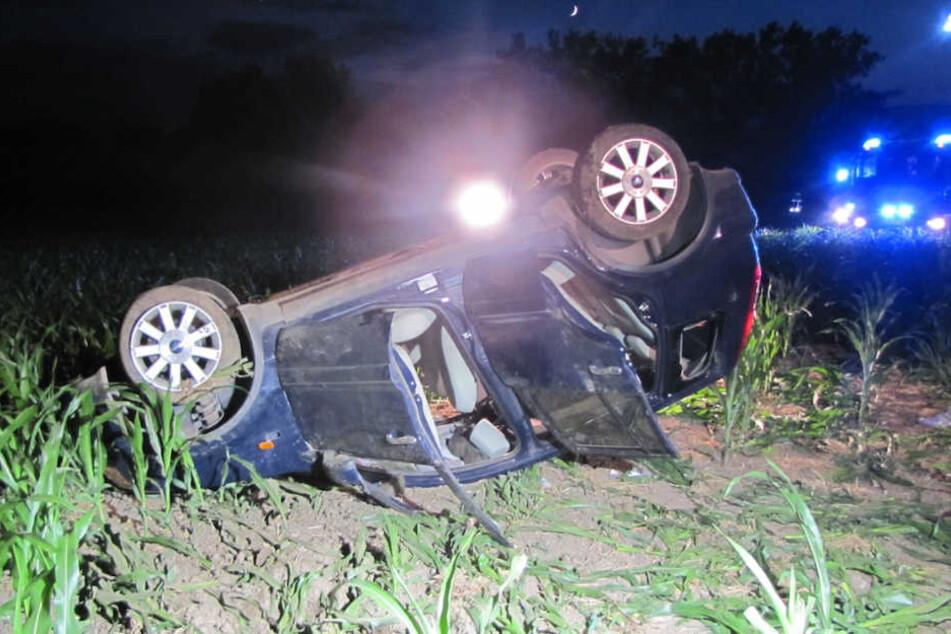 Mann fährt besoffen und baut Unfall, zwei Mädchen (18) schwer verletzt