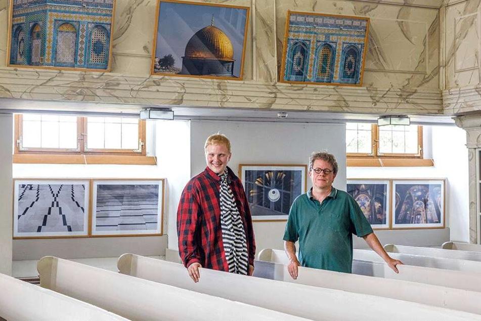 Seine Fotos zieren jetzt die Weinbergkirche in Pillnitz: Steinfeldt mit Matthias Lugenheim (50), Chef der Interessengemeinschaft Weinbergkirche Pillnitz.