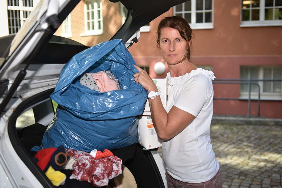 Säckeweise Fundsachen: Regelmäßig fährt Silke Jäschke vom Centermanagement die Liegenbleibsel ins offizielle Fundbüro der Stadt.