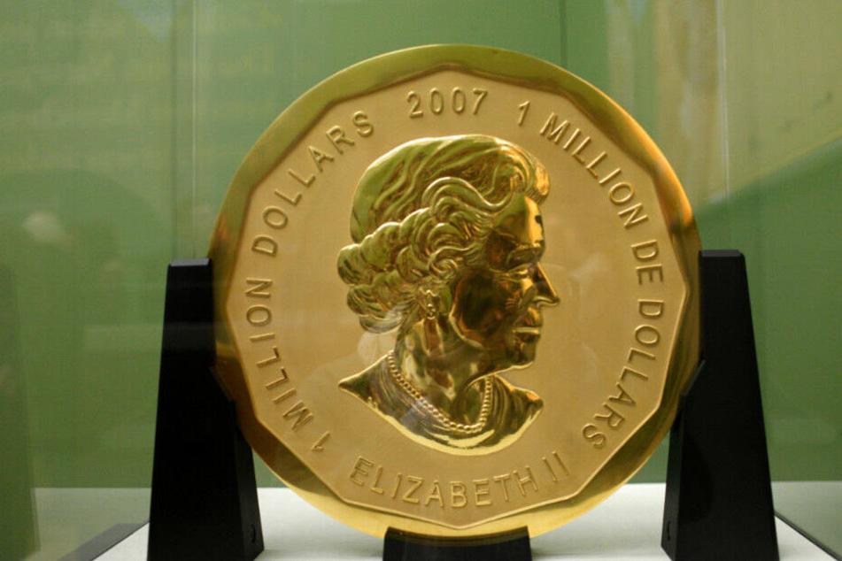 Die 100 Kilogramm schwere Goldmünze «Big Maple Leaf» steht im Bode-Museum in Berlin. (Archivbild)