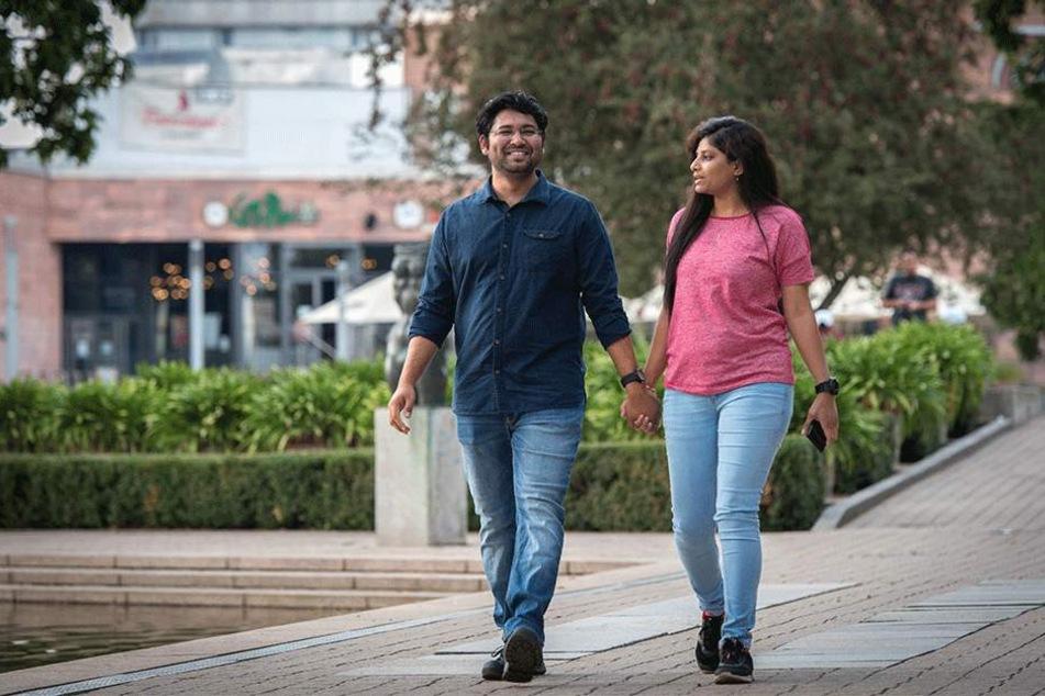 Er vertraut auf die Polizei: Der indische Student Saif Shaik (27) mit Freundin Dirya Sree Bharasjn (26).