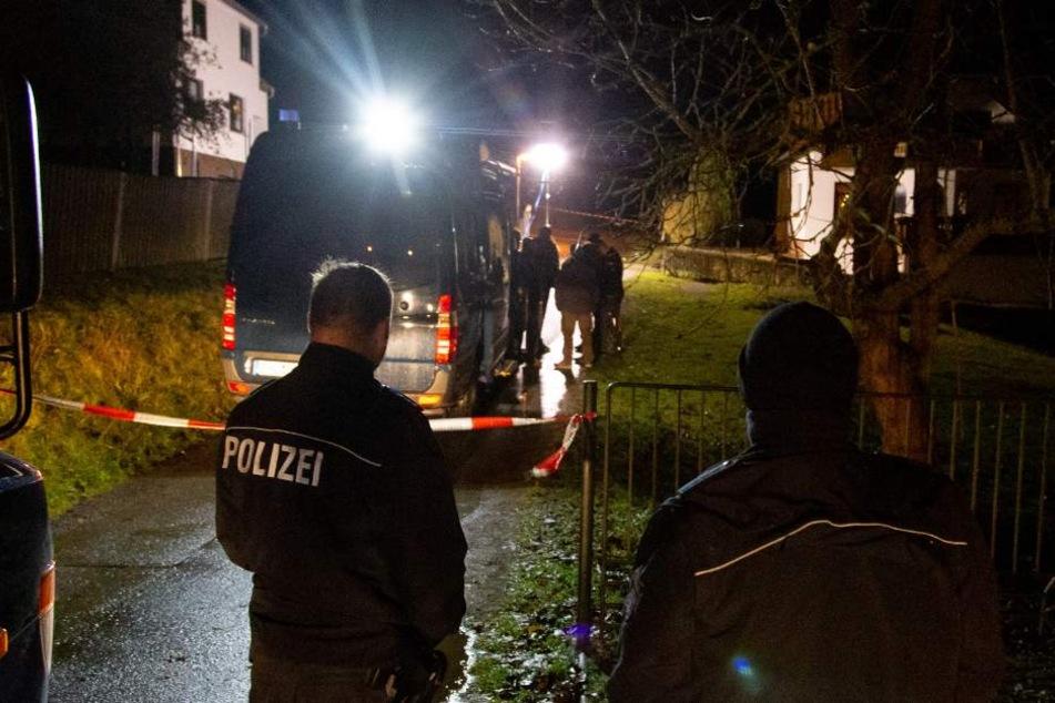 Die Polizei erwiderte das Feuer und schaltete den Verdächtigen aus.