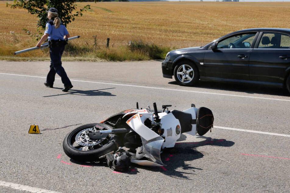 Der Fahrer der KTM wurde bei dem Unfall schwer verletzt.