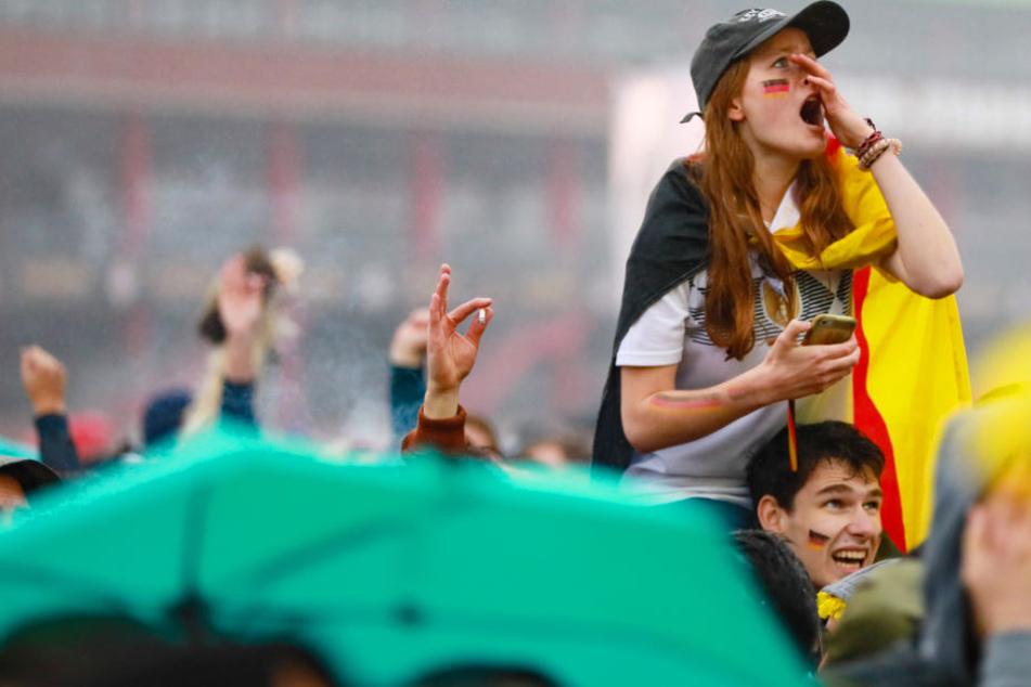 """Immer weniger Fans fiebern gemeinsam beim """"Public Viewing"""" mit"""