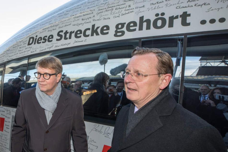 Bahn-Vorstand Ronald Pofalla und Ministerpräsident Bodo Ramelow bei der Einweihung der neuen Strecke.