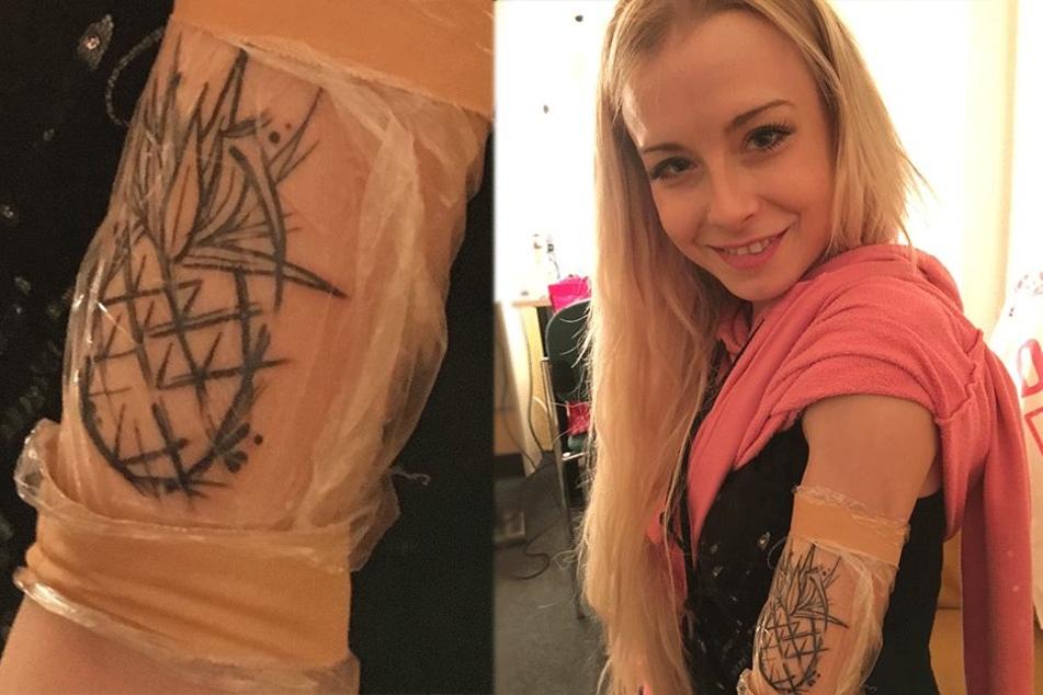"""Nanu, das frisch gestochene Tattoo der Sängerin zeigt eine Ananas. Mia: """"Hat auch gar nicht weh getan."""" Noch ist es jedoch in Folie verpackt."""