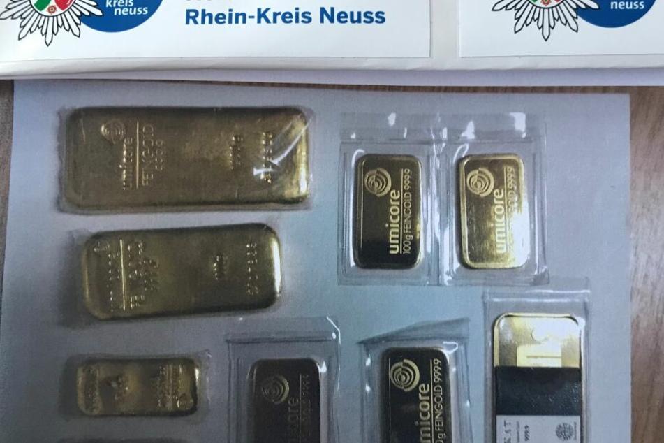 Einige der gefundenen Goldbarren.