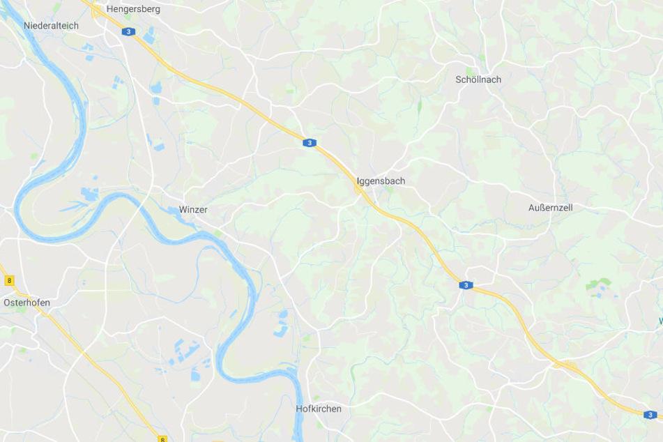 Auf der Autobahn 3 bei Iggensbach in Bayern ist es zu einem schweren Unfall gekommen.