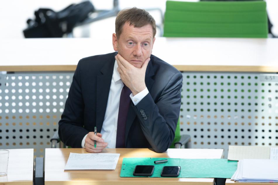 Sachsens Ministerpräsident Michael Kretschmer spricht den Chaoten aus Connewitz politische Ziele ab. (Archivbild)