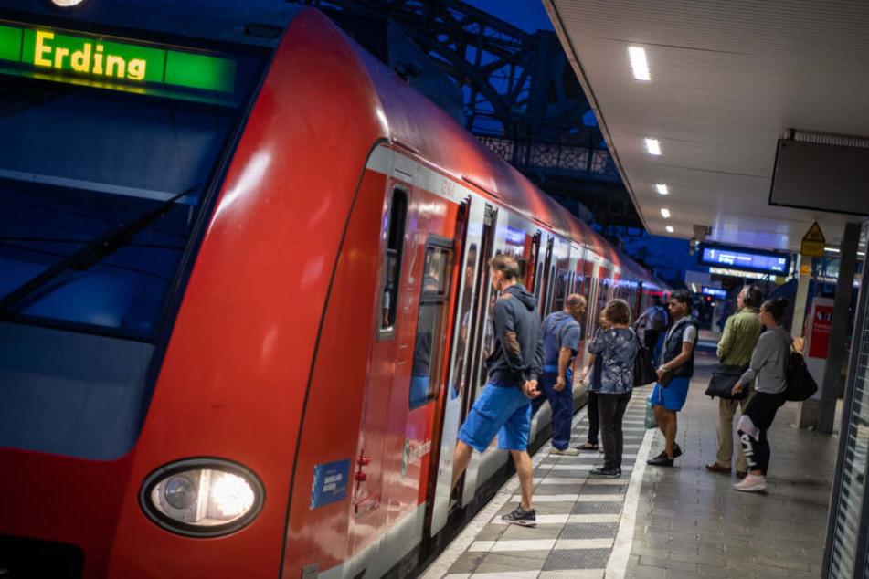 Wer auf die S-Bahn in München angewiesen war, brauchte auch in diesem Jahr wieder viel Geduld. (Archivfoto)