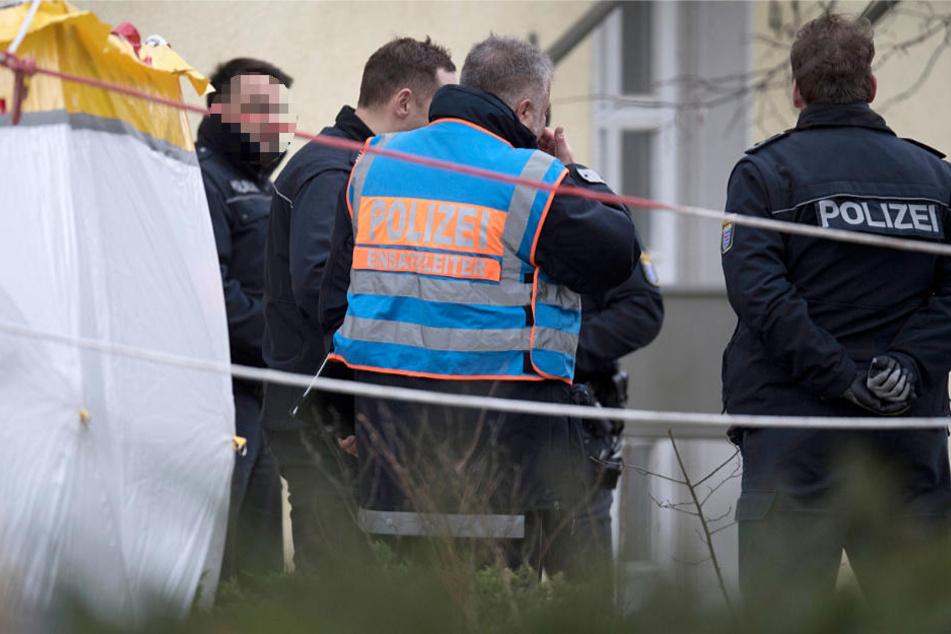 Beamte der Kriminalpolizei und des Landeskriminalamtes sicherten am Tatort die Spuren.