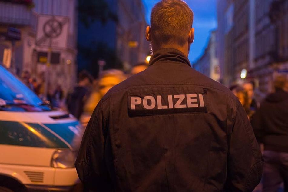 In der Louisenstraße soll ein 21-Jähriger mehrere Passanten angetanzt haben.