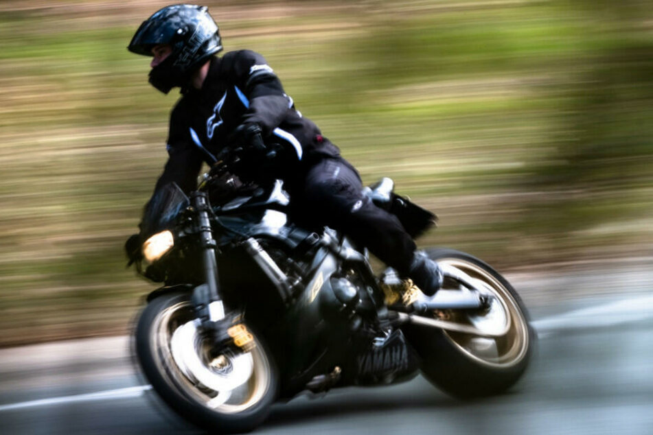 Ein Motorradfahrer wurde in Berlin mit fast 100 km/h zu viel erwischt.