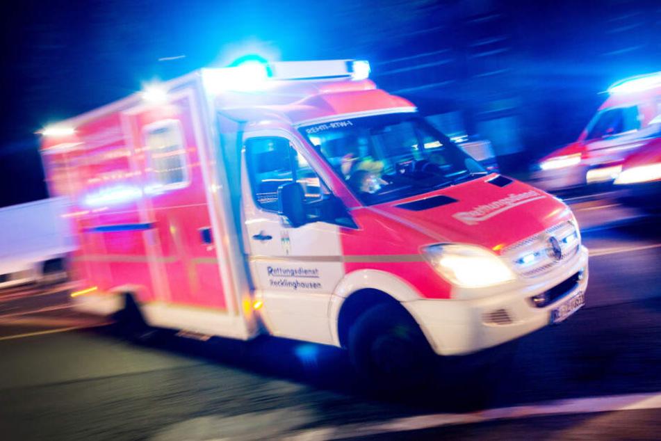Die gestürzte Frau wurde in ein Krankenhaus gebracht. (Symbolbild)