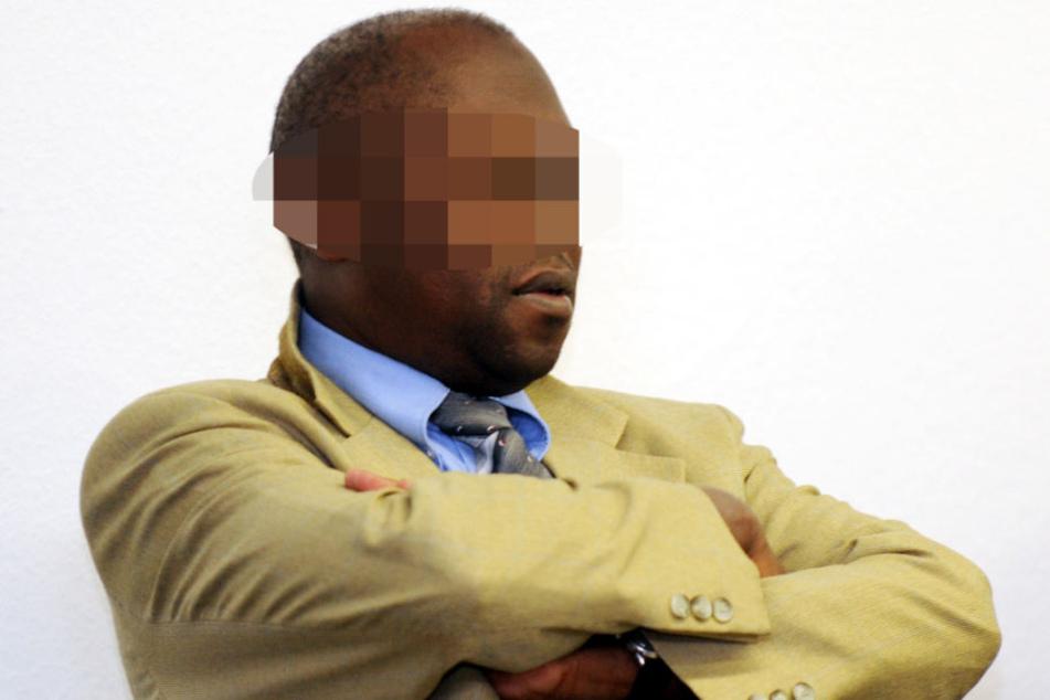Die Arme verschränkt: Straton Musoni im Mai 2011 im Oberlandesgericht Stuttgart. Das Urteil sollte erst vier Jahre später fallen.