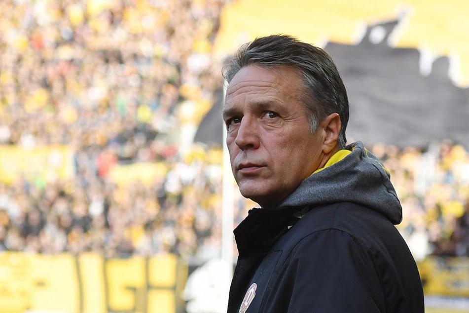 Trainer Uwe Neuhaus (56) bleibt wie immer Realist.