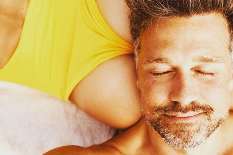 """""""In der Ritze schlafen"""": Wayne Carpendale postet sexy Foto, sogar Ruth Moschner schaltet sich ein"""