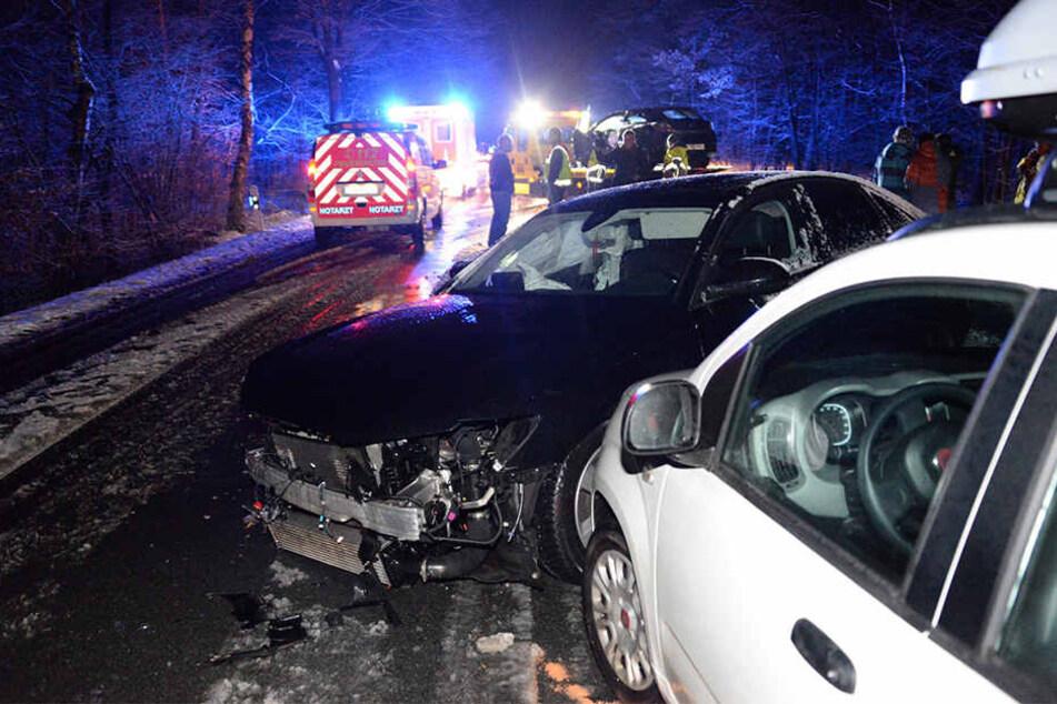 Mit drei Autos kollidierte ein 21-Jähriger am Samstagabend mit seinem Audi.