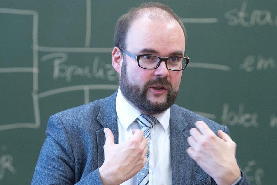 Kinder sollten erst ordentlich lesen, schreiben und rechnen können, bevor es an den Computer geht, meint Sachsens Kultusminister Christian Piwarz (43, CDU).